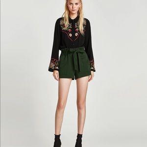 Zara paper bag Bermuda forest green shorts medium